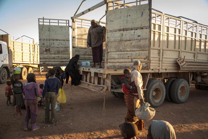 A l'intérieur de ce camion affrété par le Croissant rouge algérien de Tamanrasset jusqu'à Agadez, au Niger, la majorité des migrants refoulés sont nigériens, mais deux Camerounais et un Congolais font aussi partie du convoi.