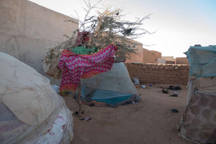 Quartier Abzyn, à Agadez. Plusieurs familles originaires de Matamèye, dans la région de Zinder, habitent en périphérie d'Agadez dans des conditions très précaires.