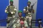 Les mutins lors de leur allocution à la radio nationale lundi 7 janvier à Libreville.