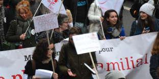 LeMouvement français pour le planning familial dans le cortège de la manifestation parisienne lors de la Journée internationale pour lesdroits desfemmes, le 8 mars 2017.