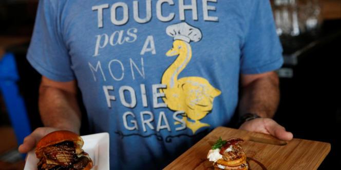 Le Foie Burger et le Leggo My Foie, deux plats présentés par le chef Sean Chaney dans son restaurant Hot's Kitchen, àHermosa Beach, en Californie, le 10janvier 2015.