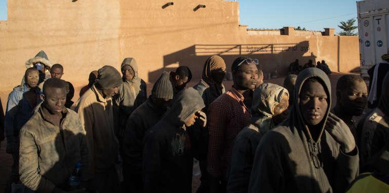 Arrivée aucentre del'Organisation internationale des migrations d'Arlit(Niger), de 166 personnes refoulées d'Algérie, le 8 décembre 2018.