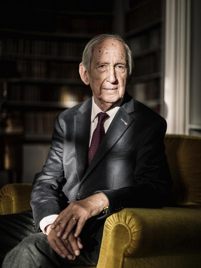 Jean Tulard, né le 22 décembre 1933 à Paris, est un historien français. Il est l'un des spécialistes français de Napoléon Ier et de l'époque napoléonienne.