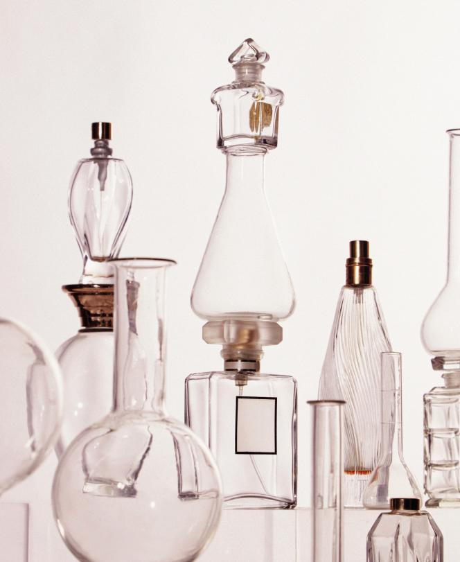 Les parfumeurs doivent jongler avec les matières premières pour « changer sans changer » et ne pas déstabiliser les clients fidèles.