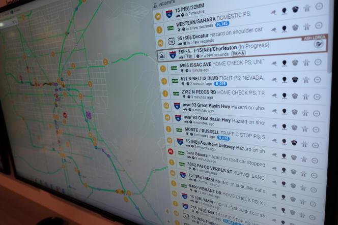 Un panneau de monitoring du trafic routier de la ville de Las Vegas, qui a adopté le protocole c-V2X qui permet la communication entre les véhicules et les dispositifs de la voirie.