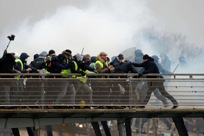 L'ancien boxeur professionnel Christophe Dettinger est soupçonné d'avoir agressé deux gendarmes samedi lors de l'«acteVIII» des «gilets jaunes» à Paris.
