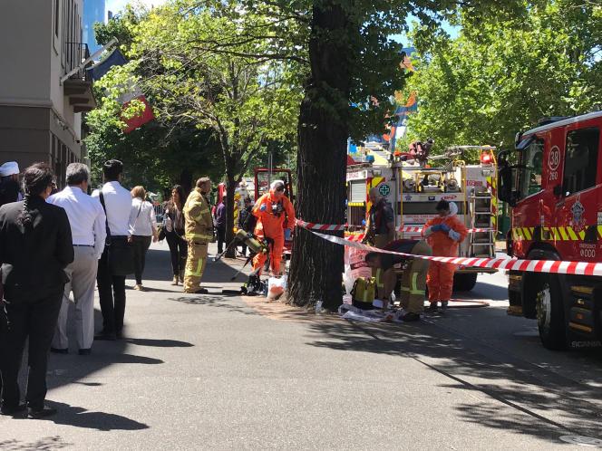 Les services d'urgence déployés devant les consulats d'Inde et de France àMelbourne, en Australie, le 9 janvier.