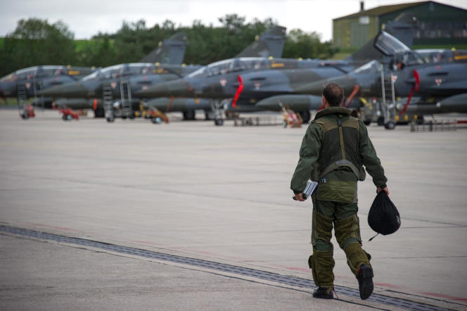 Des avions de chasse Mirage 2000D à la base aérienne de Nancy-Ochey.