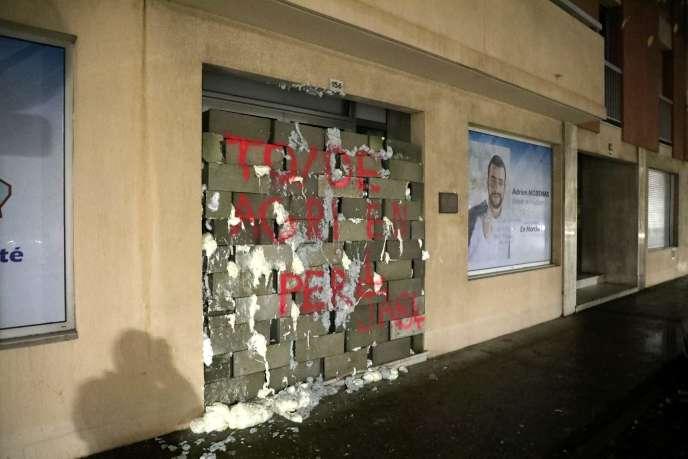 La permanencemurée et taguée du député AdrienMorenas(LRM), à Carpentras (Vaucluse), le 3 décembre 2018.