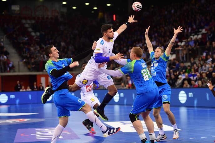Le joueur français Nedim Remili, lors d'un match de préparation au Mondial, contre la Slovénie, le 7 janvier à Rouen.