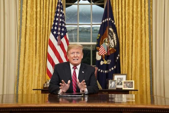 Donald Trump durant sonallocution télévisée depuis le bureau Ovale de la Maison Blanche, le 8 janvier.