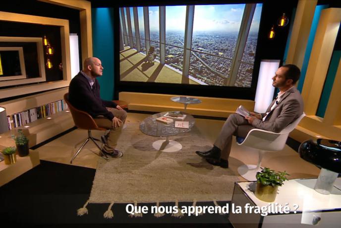 Le 13 janvier, dans un décor design, l'animateur David Milliat interroge le philosophe suisse Alexandre Jollien : « Que nous apprend la fragilité ? ».