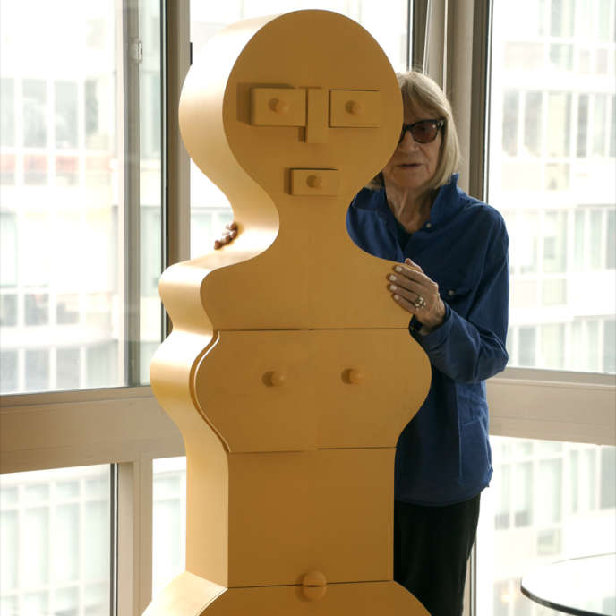 Nicola L. avec« La Femme Commode», à New-York, en 2015.