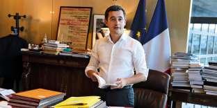 Pendant de longues semaines, dans son bureau envahi de dossiers à Bercy, Gérald Darmanin a travaillé d'arrache-pied à la mise en route du prélèvement à la source, n'hésitant pas à tomber la veste et la cravate, se retroussant même les manches pour aller encore plus loin dans l'effort. Tout ça pour quels résultats ? Eh bien, tout le monde semble se contreficher de la réforme fiscale, effacée par l'actu « gilets jaunes ». Mais, au moins, chacun sait désormais que Gérald Darmanin est bien trop moulé dans son pantalon et sa chemise, probablement équipée de deux disgracieuses pinces dorsales. Vraiment cruel.