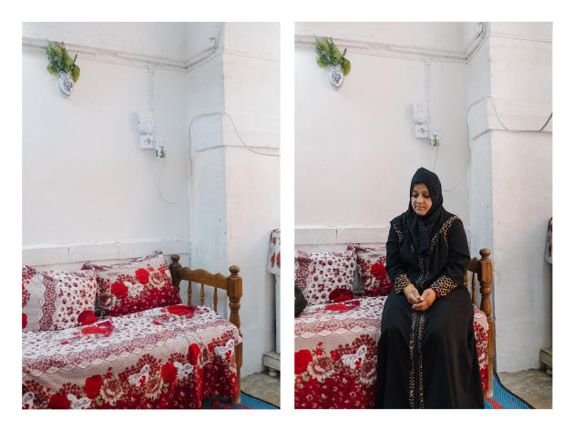 Zeinab Qassem, 39 ans, vit recluse chez elle, dans la vielle ville de Mossoul. En juillet 2017, son mari est sorti chercher de l'eau et n'est jamais revenu. N'ayant pu avoir de certificat de décès, elle ne peut ni toucher de pension de veuvage ni effectuer des démarches administratives, comme inscrire les enfants à l'école.ALEXANDRA ROSE HOWLAND POUR LE MONDE