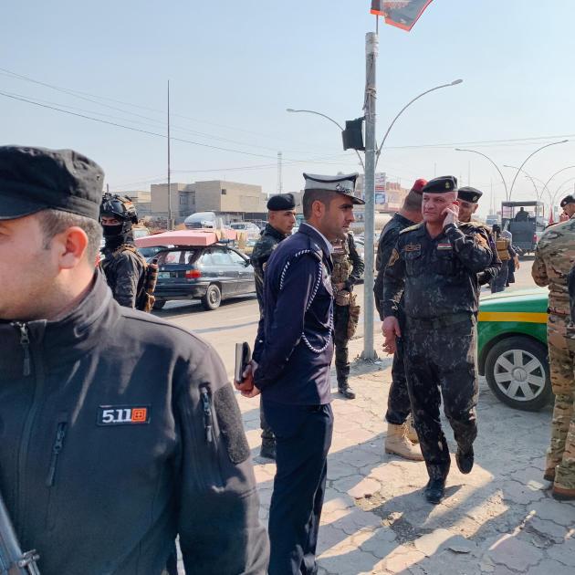 Dans le quartier d'Al-Jadidah, la police patrouille en prévention d'actions de l'organisation Etat Islamique.ALEXANDRA ROSE HOWLAND POUR LE MONDE