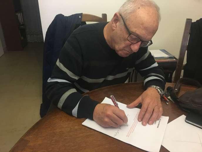 Gérard Meunier, 72ans, ex-médecin généraliste de Flers.imprimée, à l'encre rouge, sur sur ses ordonnances, la phrase:« Je ferai tout pour soulager les souffrances.»