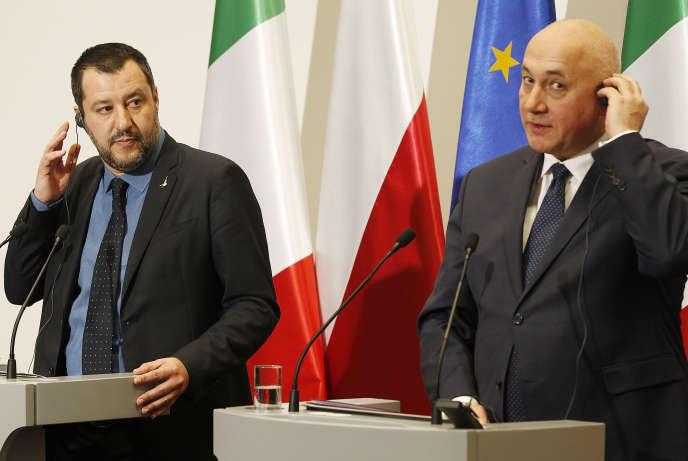 Les ministres de l'intérieur italien, Matteo Salvini (à gauche), et polonais, Joachim Brudzinski, le 9 janvier à Varsovie.