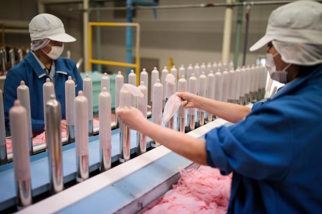 Dans une usine du fabricant de préservatifs japonais Sagami Rubber Industries, le 25janvier2018.