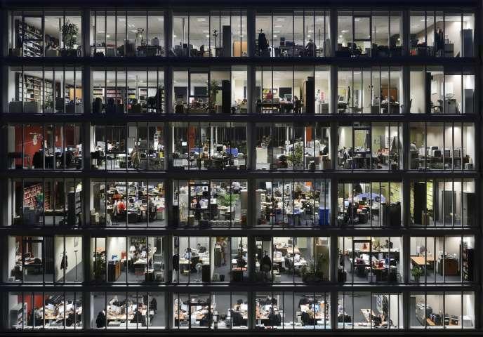 Dans les bureaux, entre 17h et 21h: Photo extraite da la série «alvéoles »