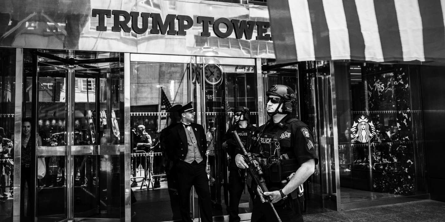 Outside Trump Tower in midtown Manhattan, on July 4th, 2017. *** Local Caption *** n/b  Trump Donald Trump Trump Tower NYC Manhattan American flag American flag building midtown Independence Day July 4th security police NYPD BW B+W B&W black and white