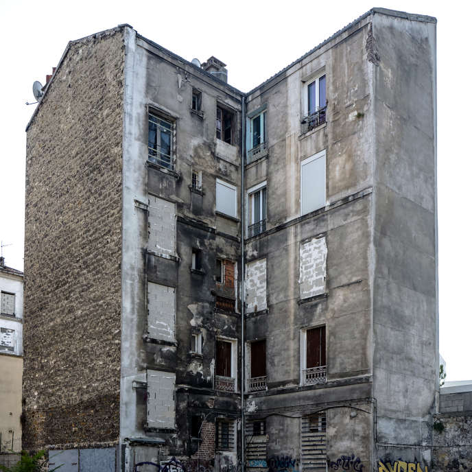 """The associations defending tenants, for their part, the lack of effectiveness of the measure"" (An insalubrious building in Pantin, Saint-Denis)."