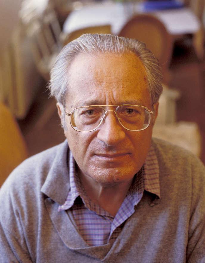 Lucien Sfez, en 2002.