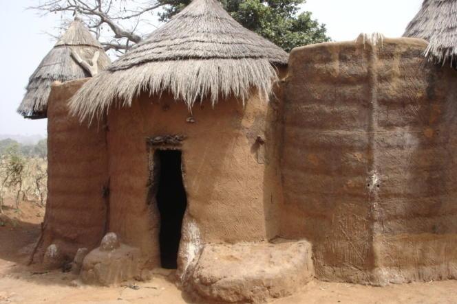 Les « Tata Somba», ces habitats béninois traditionnels faits de terre, de mil et de paille qui tombent en ruine, seront rénovés avec votre aide.