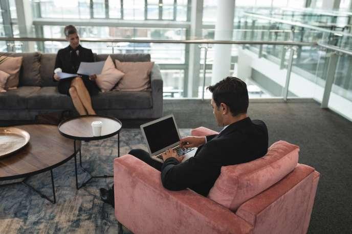 L'un des risques dans la liberté de choisir l'endroit où l'on s'installe pour travailler, c'est la tendance à vouloir se réserver« la meilleure place».