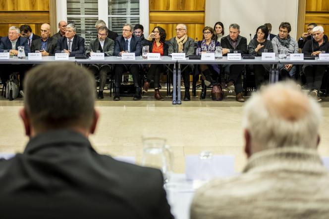 Rencontre des ministres Sébastien Lecornu et Jean-Michel Blanquer avec les acteurs locaux (maires et associatifs) dans le cadre de la mobilisation pour le grand débat, à Gap, le 10 janvier.