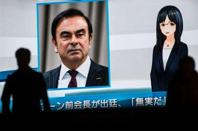 A Tokyo, un écran de télévision diffuse la photo de Carlos Ghosn, le 8 janvier, alors que l'ancien PDG de Nissan clame son innocence.