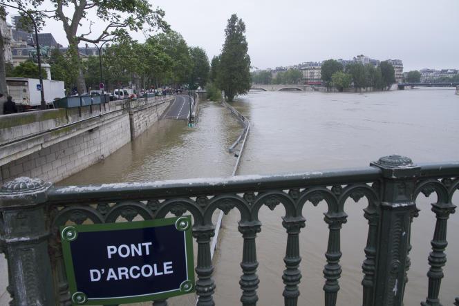 «La gestion dépassionnée du risque climatique demande que tous, chacun à sa place et selon ses moyens, prennent le temps d'une réflexion collective, faite d'abord d'écoute réciproque (Paris, crue de la Seine en 2016).