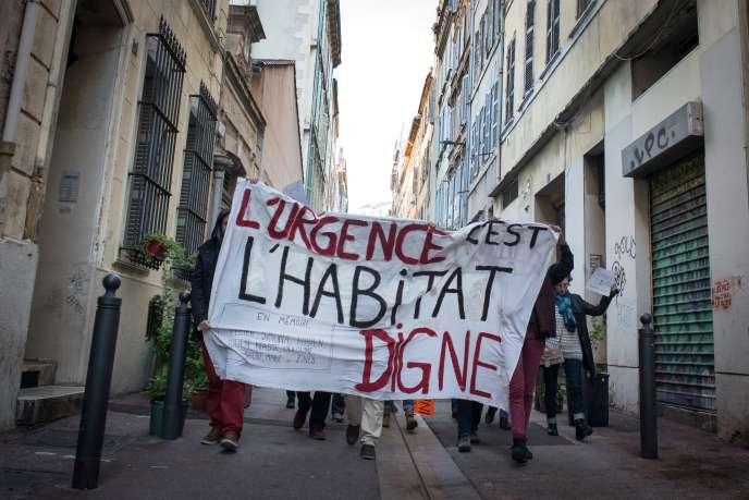 Lors d'une marche en faveur de « l'habitat digne », à Marseille, le 5 décembre.