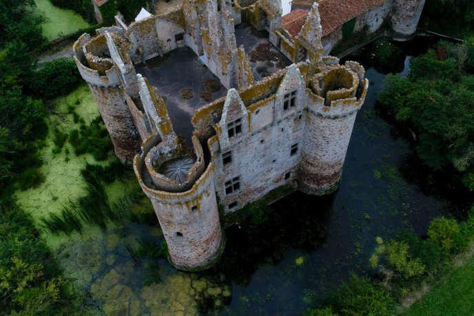 Le château de l'Ebaupinay à Breuil-sous-Argenton (Deux-Sèvres).