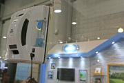 Le Hobot-298, présenté au CES de Las Vegas le 10 janvier, reproduit les gestes humains pour nettoyer les vitres.