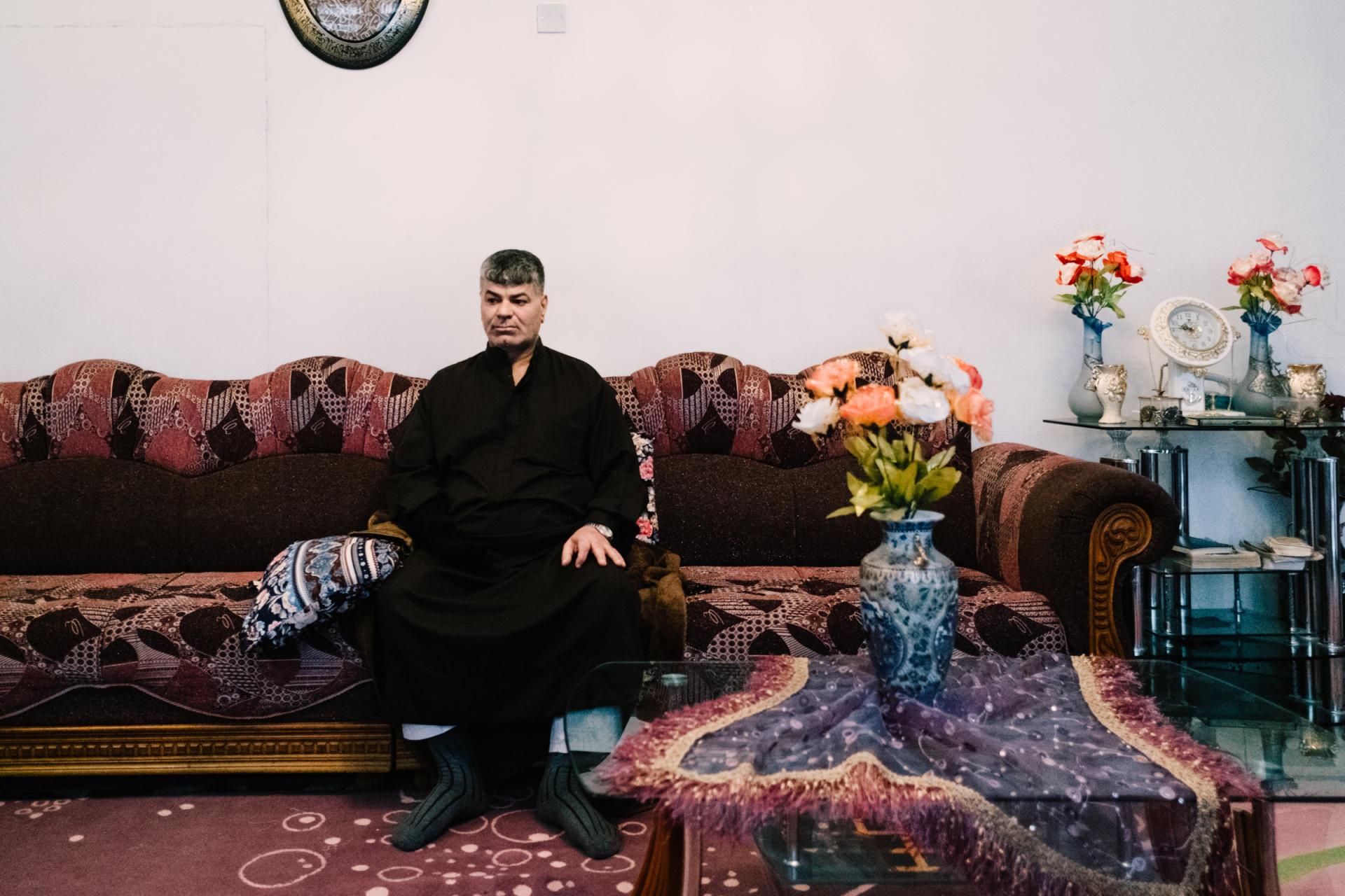Ali Zaanoun, est un survivant de la frappe du 17 mars 2017 attribuée à la coalition.«Ils essaient d'étouffer l'incident et musellent les témoins pour qu'ils disent qu'il y avait un camion piégé. C'est faux! J'ai reçu des menaces. Je ne dors plus sans mon pistolet», dit-il, assis dans le salon de son frère qui l'héberge.ALEXANDRA ROSE HOWLAND POUR LE MONDE