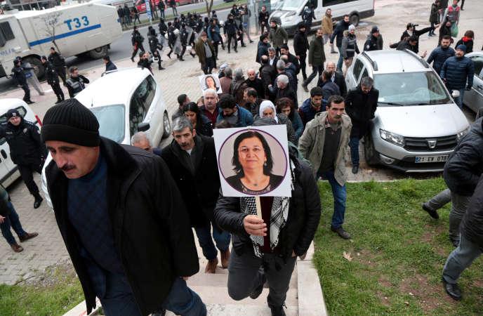 Des partisans du HDP lors d'une manifestation de soutien à Leyla Güven à Diyarbakir, le 12 janvier.