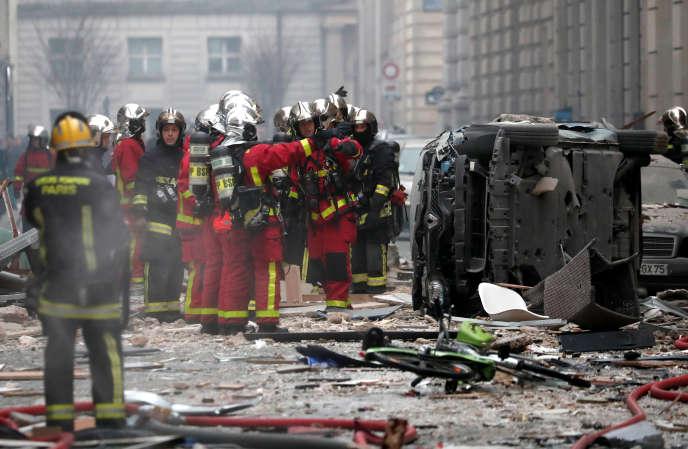 Sur le site de l'explosion, rue de Trévise à Paris, samedi 12 janvier.