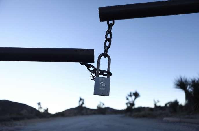L'entrée d'un camping est fermée à clé, au parc national de Joshua Tree,en Californie, le 4janvier.