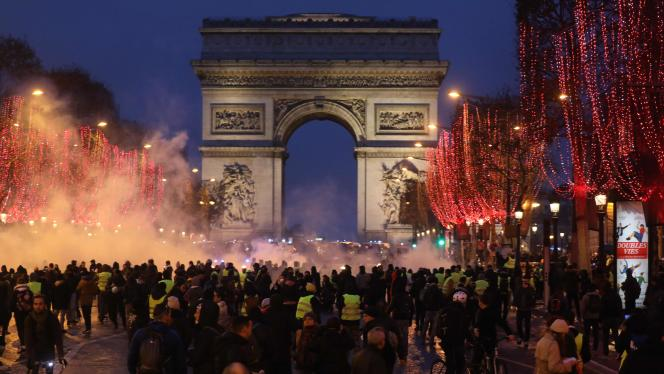 Manifestation de« gilets jaunes» sur lesChamps-Elysées, à Paris, le 12 janvier.