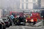 Près d'une boulangerie du 9e arrondissement de Paris, où une puissante explosion a eu lieu samedi 12 janvier.