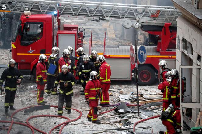 Intervention des pompiers le 12 janvier lors d'un incendie meurtrier à Paris.