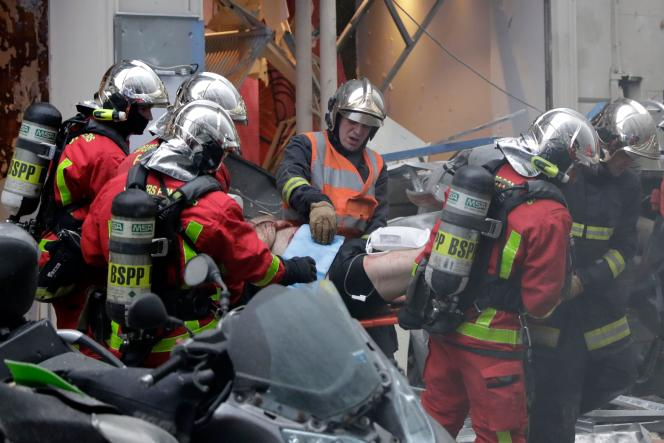 Deux pompiers sont morts dans l'explosion, et une touriste espagnole a succombé à ses blessures, le 12 janvier, à Paris.