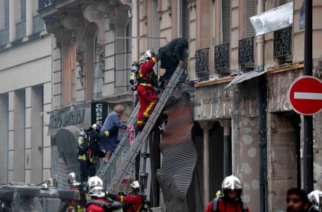 Les pompiers ont évacué les habitants, pris en charge par une«une cellule d'accueil et d'assistance» à la mairie du 9e, à Paris.