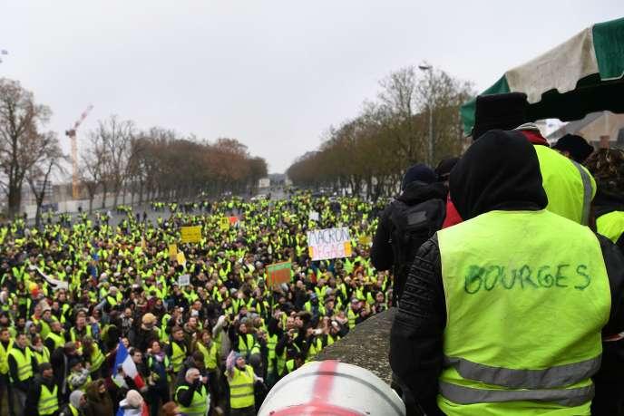 Plusieurs milliers de « gilets jaunes» ont répondu à l'appel du collectif La France en colère, le 12 janvier, à Bourges (Cher).