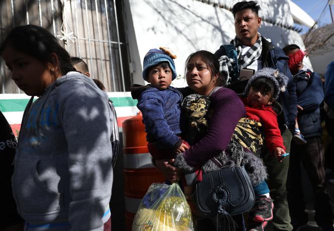 Le nouveau départ est prévu mardi 15 janvier, à 5 heures (heure locale). Lundi, il était impossible de donner une estimation du nombre exact de migrants.