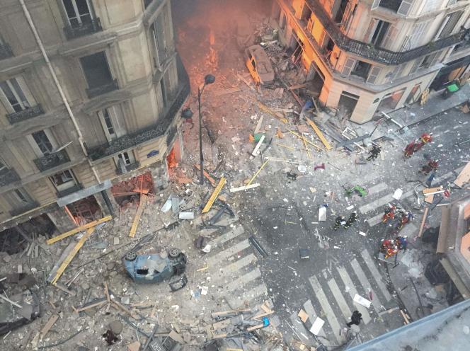 Le croisement de la rue Sainte-Cécile et de la rue de Trévise après l'explosion qui a fait quatre morts, samedi 12 janvier.