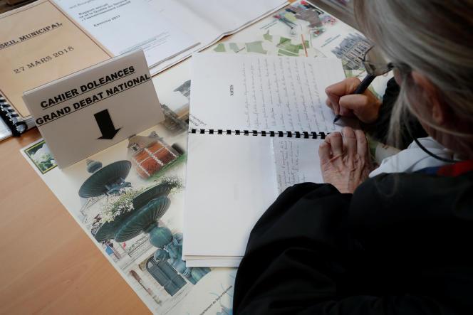 «Il en résulte un danger réel que les options soumises au vote (...) ne soient pas représentatives de l'état de l'opinion sur le sujet abordé» (Cahier de doléances à la mairie de Grand Bourgtheroulde (Eure), le 14 janvier).