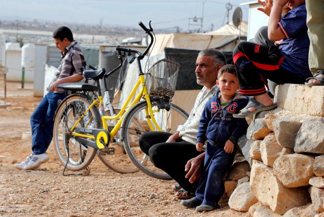 Réfugiés syriens dans un camp de réfugiés de la ville de Mafraq, en Jordanie, près de la frontière avec la Syrie, le 12 février 2018.