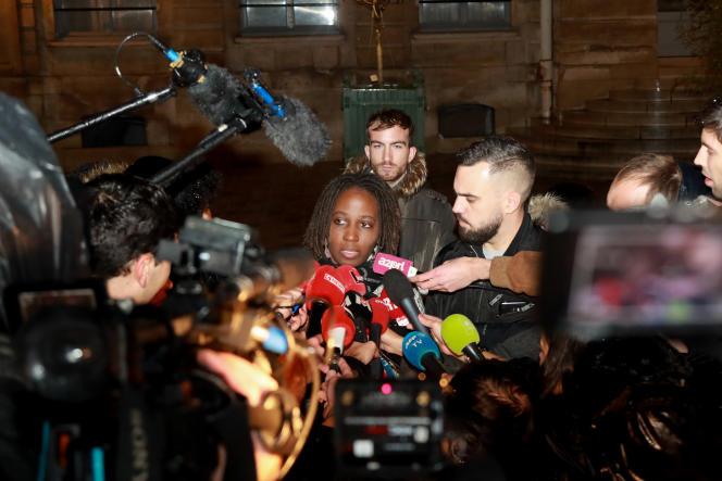 Priscillia Ludosky et Eric Drouet devant la presse après une rencontre commune avec François De Rugy, ministre de la transition écologique et solidaire, le 27 novembre 2018.